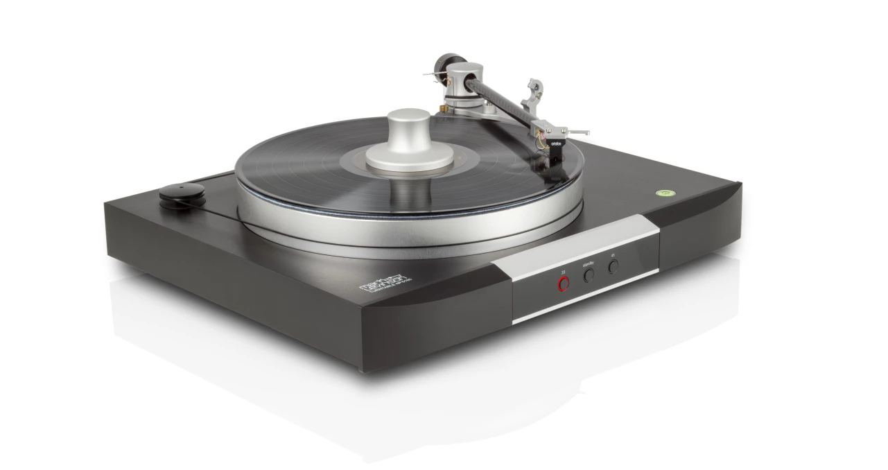 Mark Levinson belt driven No. 5105 turntable. Solid looking and heavy to boot.